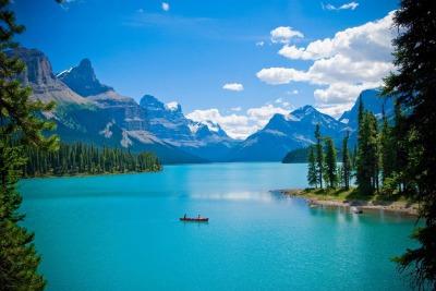 maligne-lake-spirit-island-canada.jpg